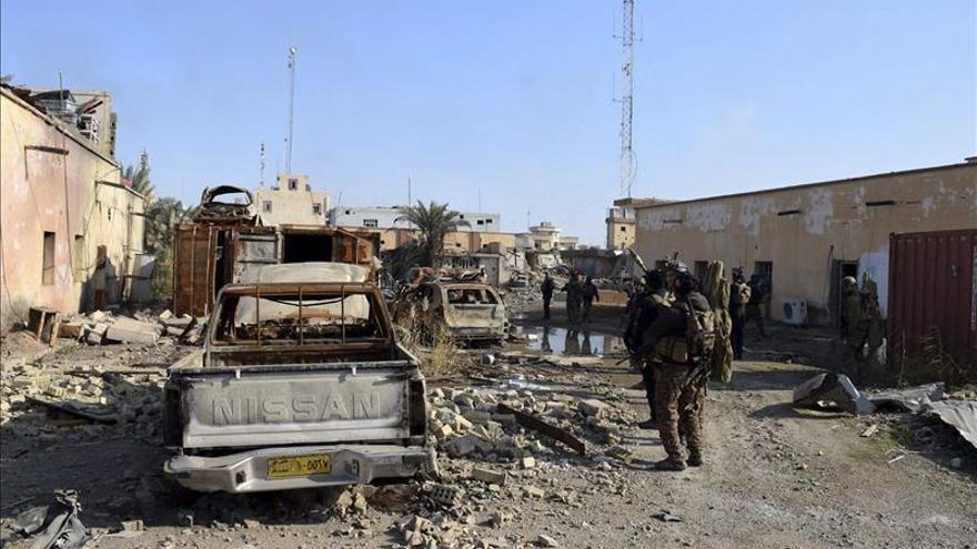 Las fuerzas iraquíes desactivan explosivos en Ramadi entre gran destrucción