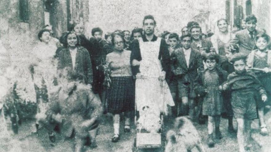 Rambal, con otras vecinas del barrio de Cimavilla