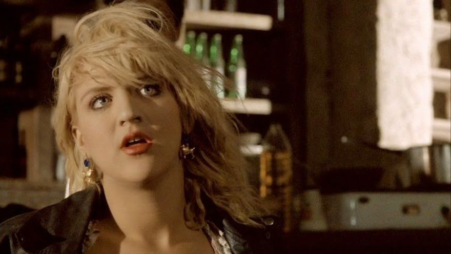 Courtney Love en Straight to Hell (1987)