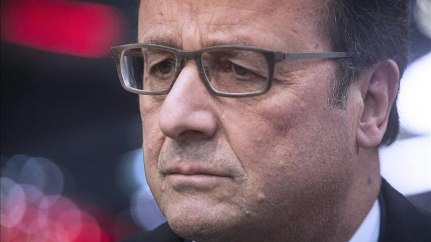 """Hollande: """"No hemos terminado con el terrorismo, la amenaza sigue ahí"""""""