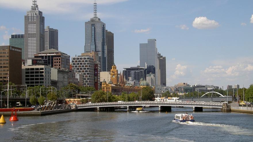 El Skyline de Melbourne desde el Río Yarra. Aenneken