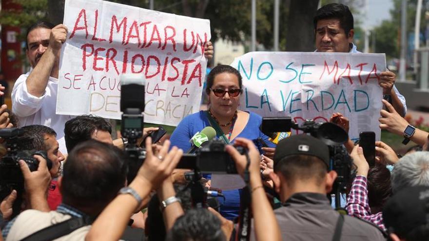 Periodistas marchan en repudio al asesinato de Miroslava Breach en Chihuahua