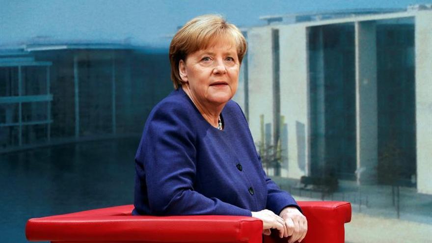 Merkel cumple 63 años inmersa en su campaña electoral y con los sondeos a su favor