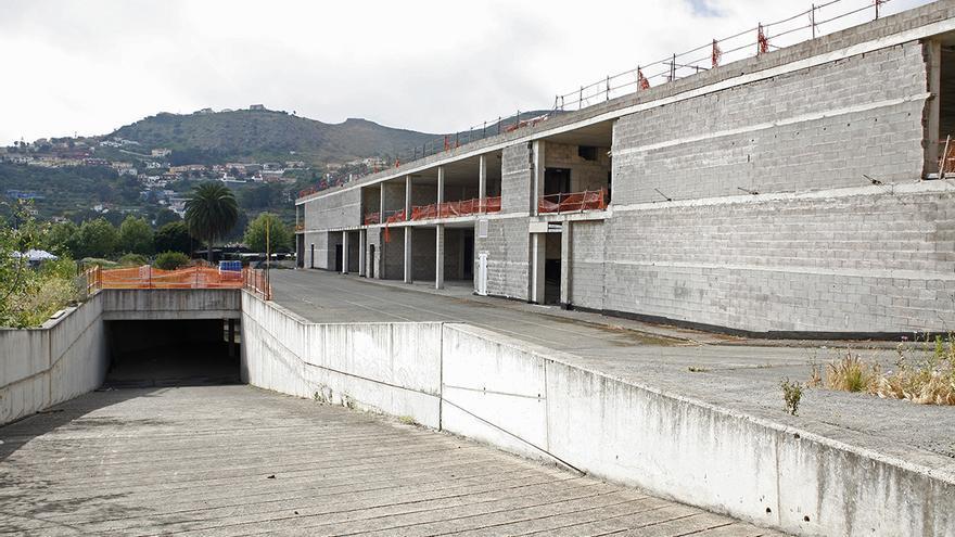 Centro comercial inacabado en Santa Brígida, conocido como el 'mamotreto'