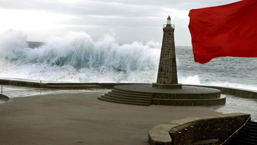 Temporal de mar y viento en la costa de Tenerife