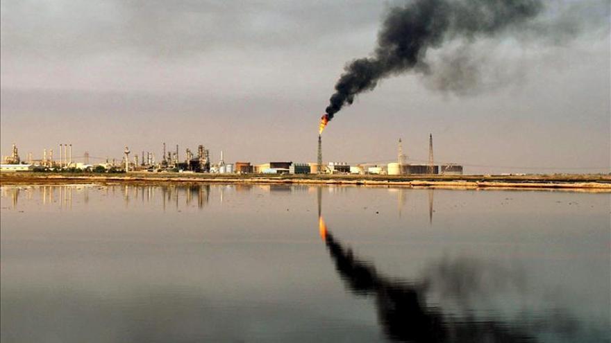 Bagdad y las autoridades kurdas firman un acuerdo petrolero para atajar la crisis