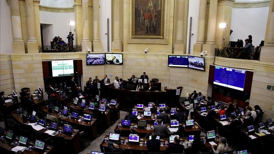El Senado colombiano aprueba leyes fundamentales para el acuerdo de paz con las FARC
