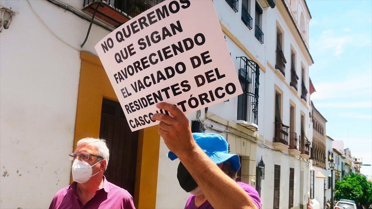 El concejal del PSOE José Rojas en una protesta por el casco histórico.