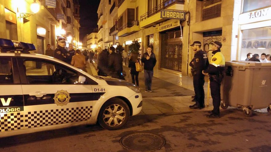Una patrulla de la Policía Local en Valencia