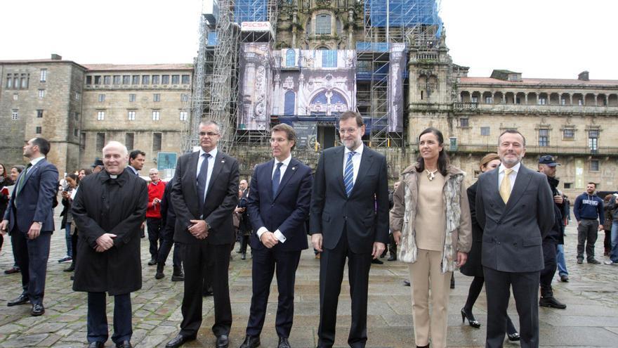 Feijóo y Rajoy, este jueves ante la catedral de Santiago / CONCHI PAZ