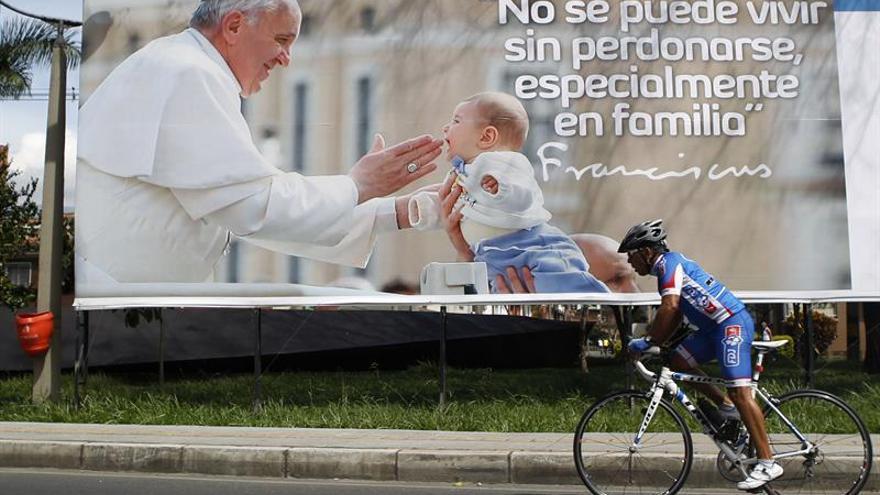 """El turismo religioso y la fe aumentan en Medellín por el """"efecto papa Francisco"""""""