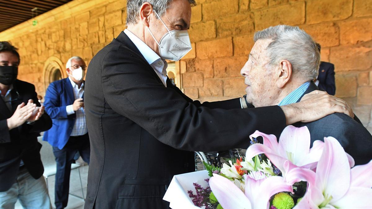 El expresidente del Gobierno José Luis Rodríguez Zapatero y Josep Sala, en el homenaje en San Marcos