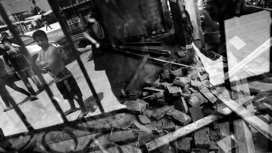 Viviendas afectadas en el Barrio 15 de Septiembre en Manta, provincia de Manabí, Ecuador. En la ciudad más de 200 personas murieron tras el terremoto. Fotografía: Albert Masias/MSF