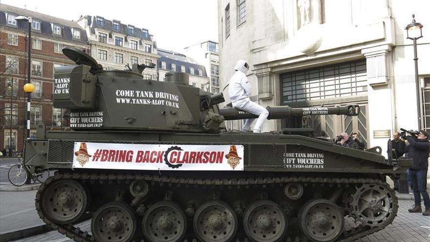La BBC despide a Jeremy Clarkson... Tanque-BBC-presentador-Top-Gear_EDIIMA20150320_0812_13