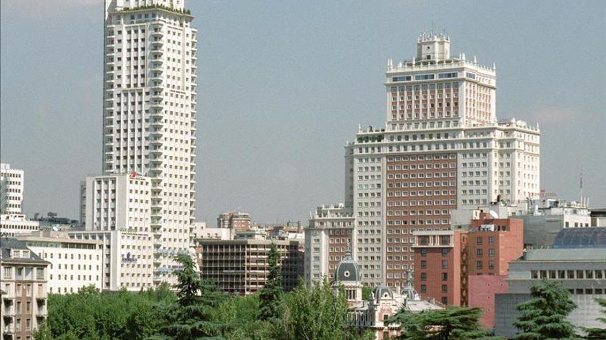 """Varios cineastas piden a Banco Santander que permita la exhibición de """"Edificio España"""""""