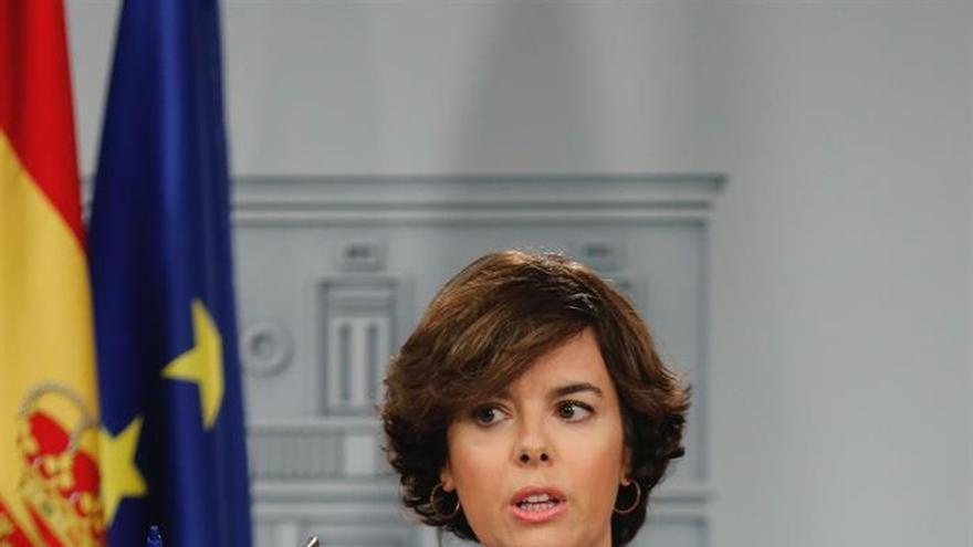 """S.Santamaría ve ridícula la actitud de Puigdemont con webs que son """"pan de un día"""""""