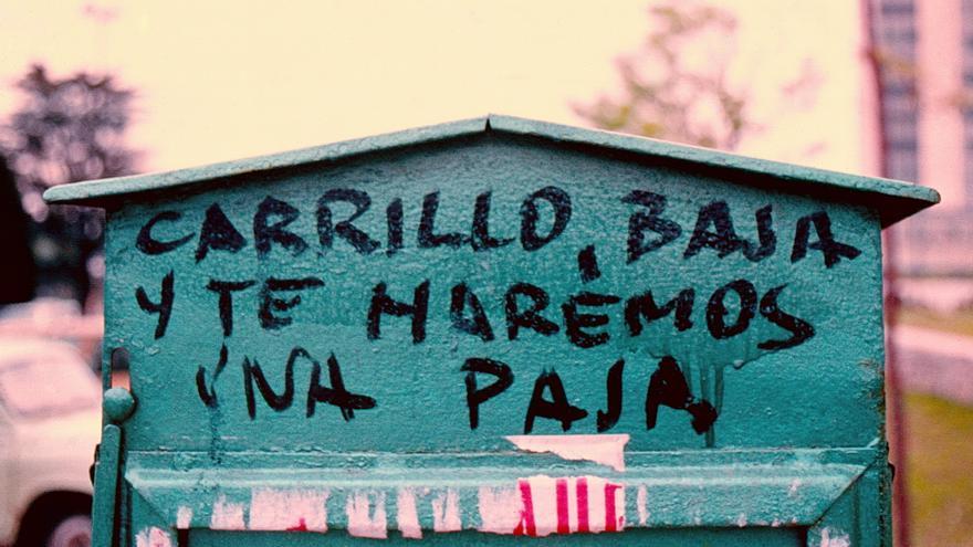 """Carrillo, baja y te haremos una paja"""
