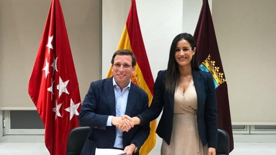 Almeida y Villacís sellan el pacto de PP y Ciudadanos para la Alcaldía de Madrid.