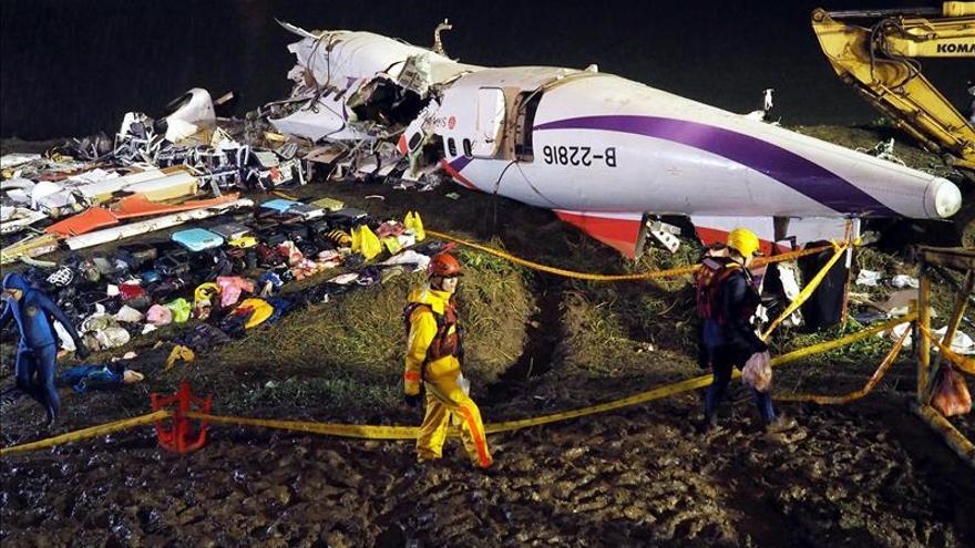 Suben a 32 los muertos en el accidente aéreo en Taiwán