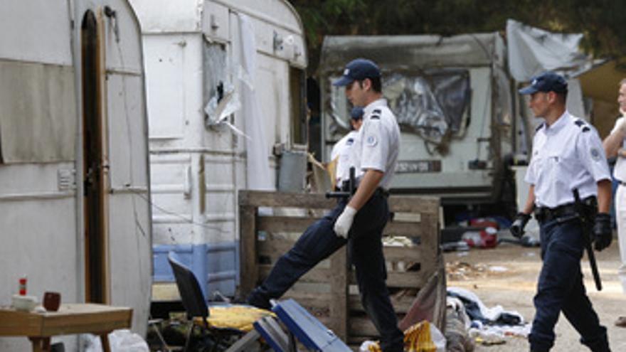 La policía francesa desmantela campamentos gitanos