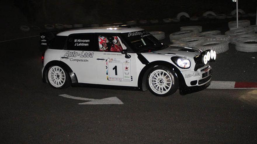 Hirvonen en durante el tramo nocturno Rallye Orvecame Isla de Lanzarote.