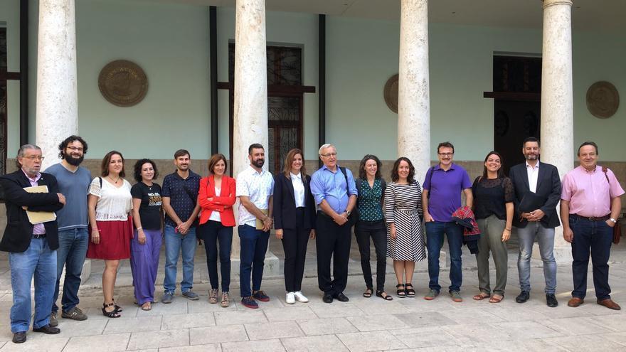 El equipo de gobierno de Joan Ribó, este sábado en La Nau, donde se firmó el pacto hace dos años.