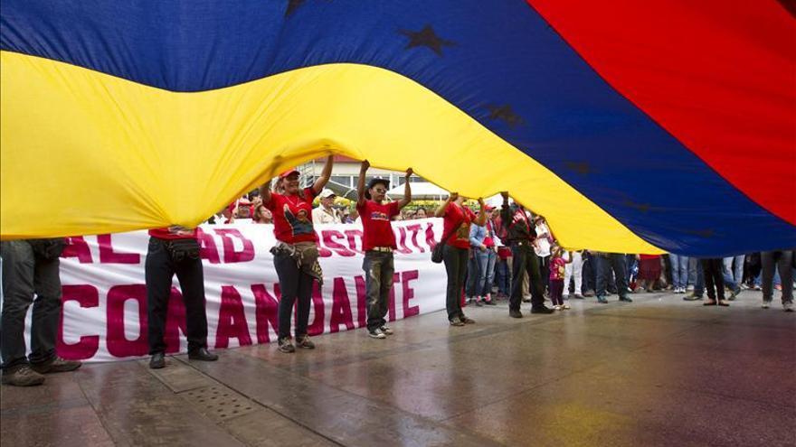 """Maduro presenta su candidatura presidencial como el """"hijo"""" de Chávez"""