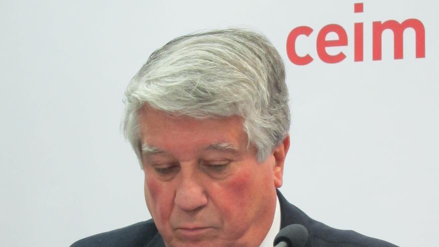 """Los empresarios de Madrid arropan a González, les gusta """"todo"""" de su discurso y piden """"la unidad de España"""""""