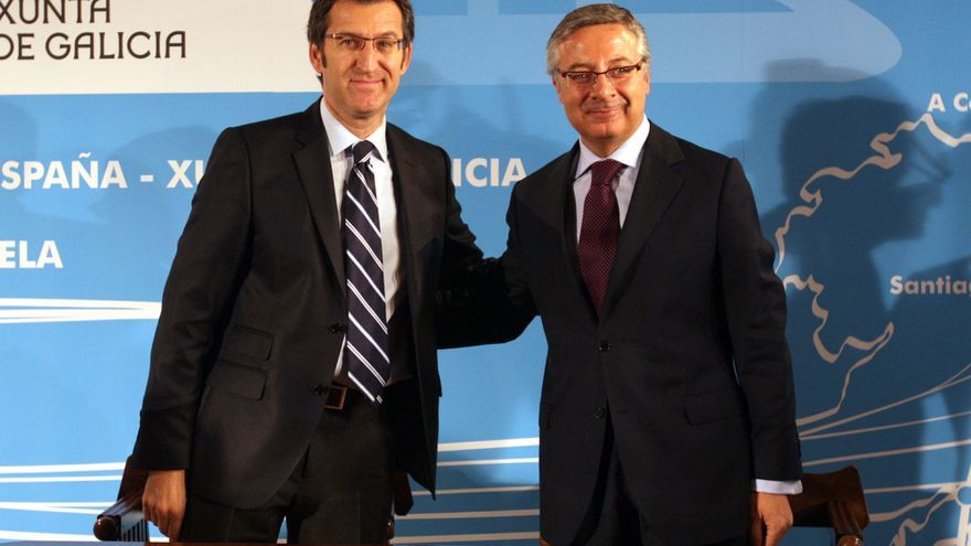 Firma del Pacto do Obradoiro para el AVE gallego en 2009 entre Feijóo y el ex-ministro socialista José Blanco