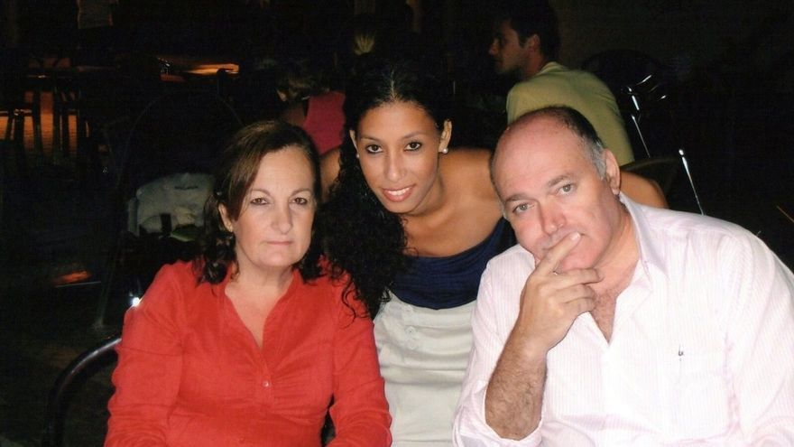 El padre de Maloma se reúne con el PSOE y el PP para que el pleno de Sevilla debata una moción sobre la joven
