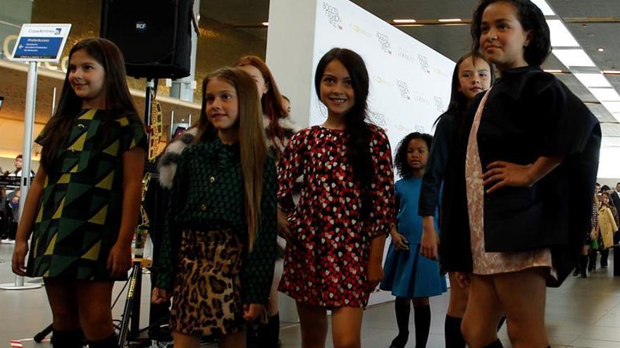 """Las """"señoritas"""" de Lemoniez se vistieron en Bogotá con nombres de poetisas"""