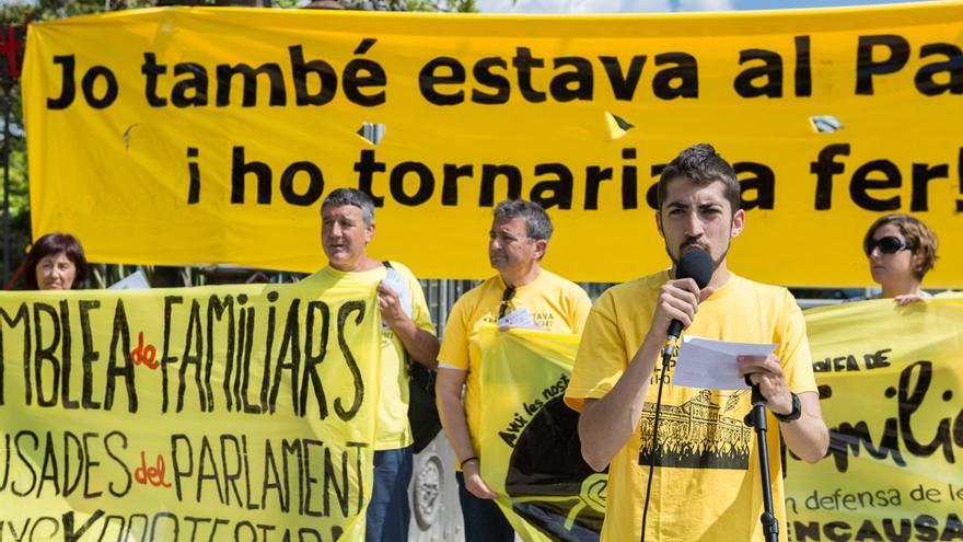 Manifest abans de començar l'acció d'encerclem el parlament/ ENRIC CATALÀ