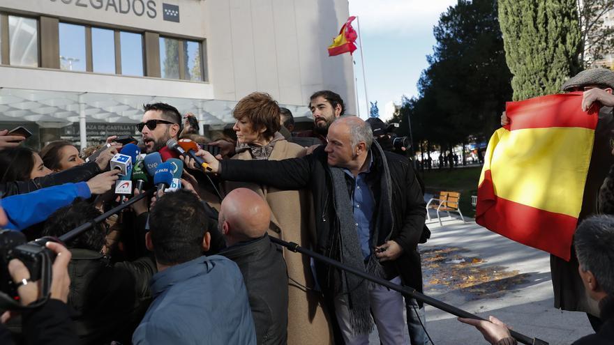 """Dani Mateo se niega a declarar ante el juez por sonarse la nariz en la bandera: """"Llevan a un payaso ante la justicia"""""""