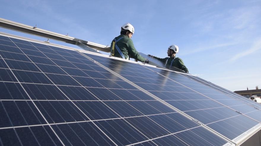 La Junta incrementa los incentivos para el autoconsumo energético que contemple la recarga de vehículos eléctricos