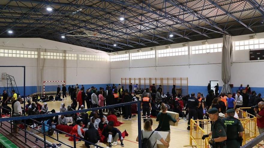 Más de 900 inmigrantes están entre pabellones de Jerez, Cádiz y Algeciras, Comisaría y el barco de Salvamento