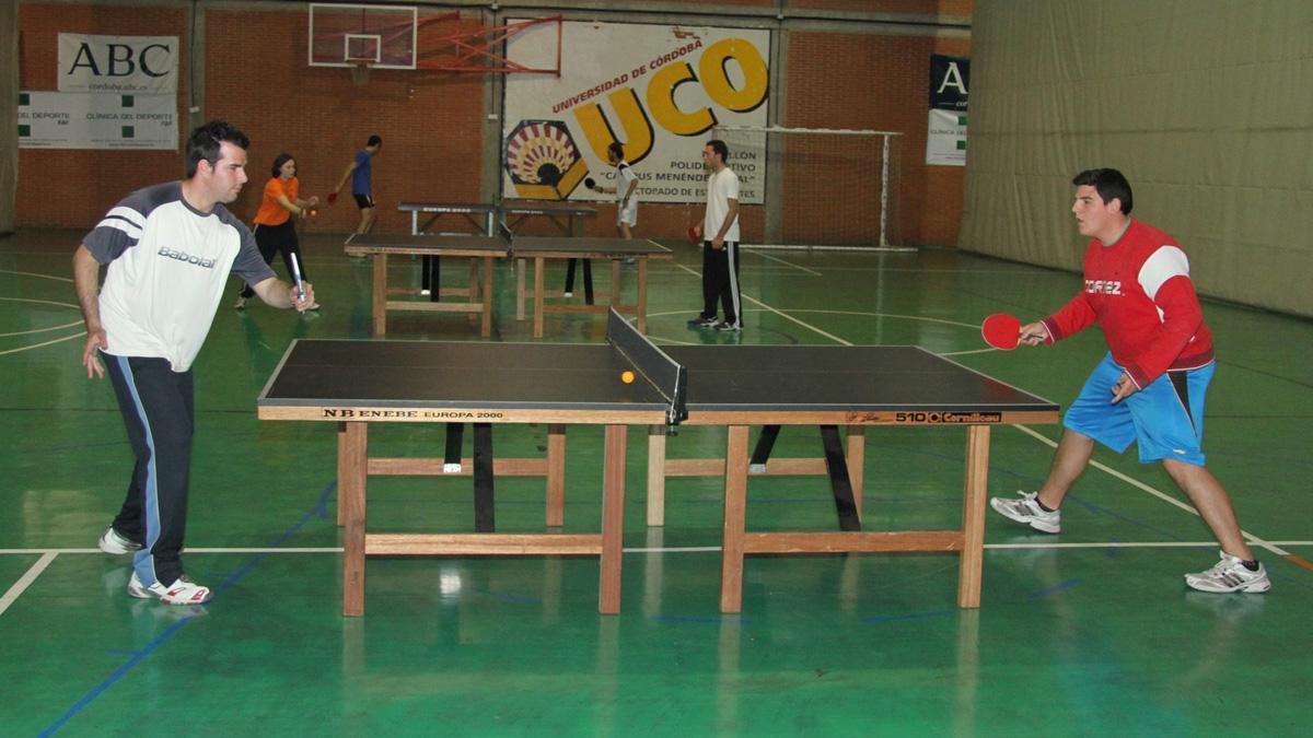 Partidos de tenis de mesa de un Trofeo Rector.