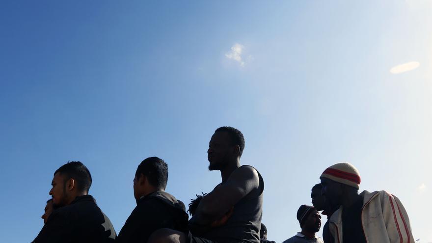 Rescatan a 77 personas de una patera y trasladan a las 49 que estaban en la Isla de Alborán desde el jueves
