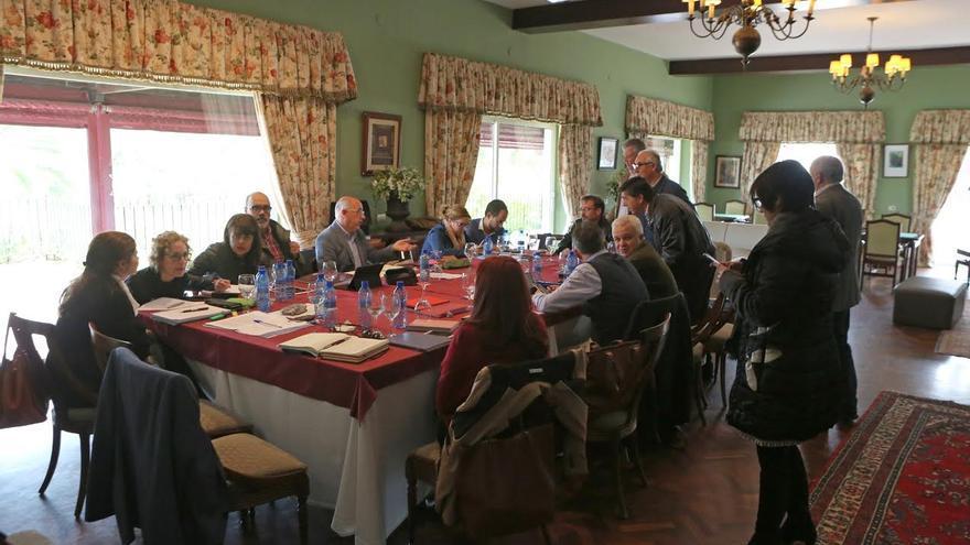 Reunión del equipo de gobierno del Cabildo de Gran Canaria en la Casa Club del campo degolf de Bandama. (ALEJANDRO RAMOS)