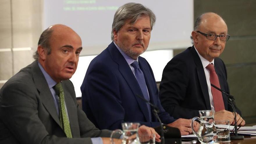 El Gobierno critica el oscurantismo y la falta de neutralidad de la Generalitat