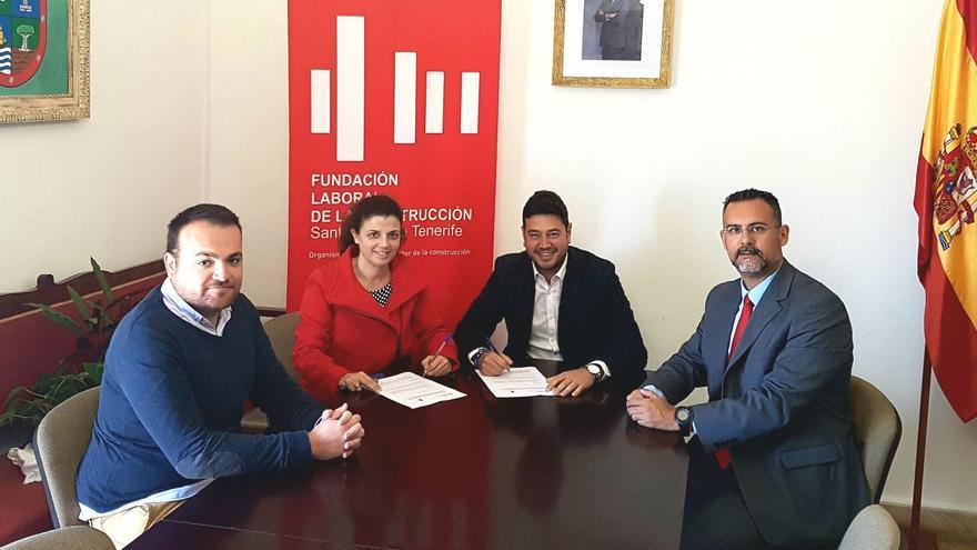 Acto de firma del convenio entre el Ayuntamiento de Barlovento y la Fundación Laboral de la Construcción.