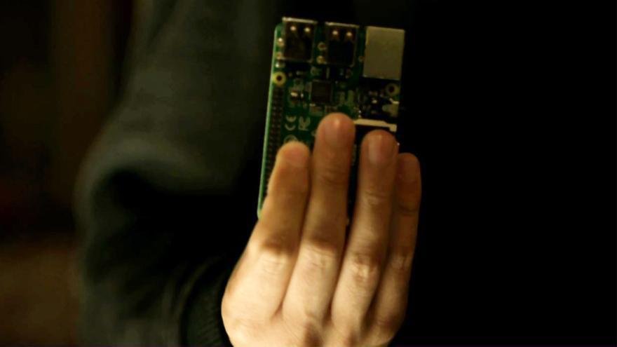 Elliot utiliza una placa Raspberri Pi para perpetrar uno de los ataques