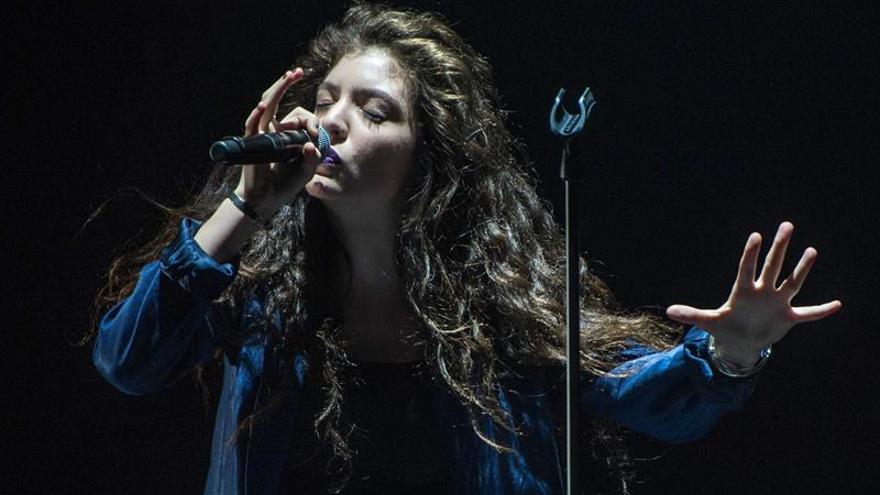 """Lorde reivindica la música de baile de los 90 en su retorno con """"Green light"""""""