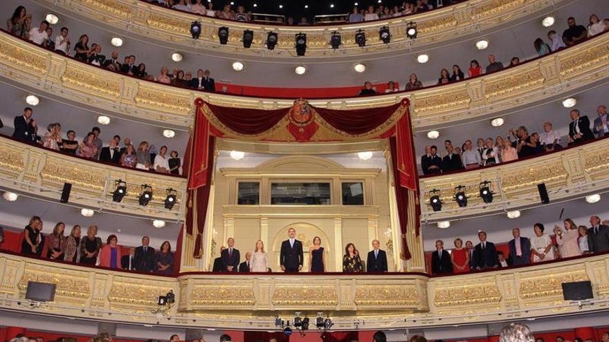 Los Reyes alzan el telón de la nueva temporada del Teatro Real