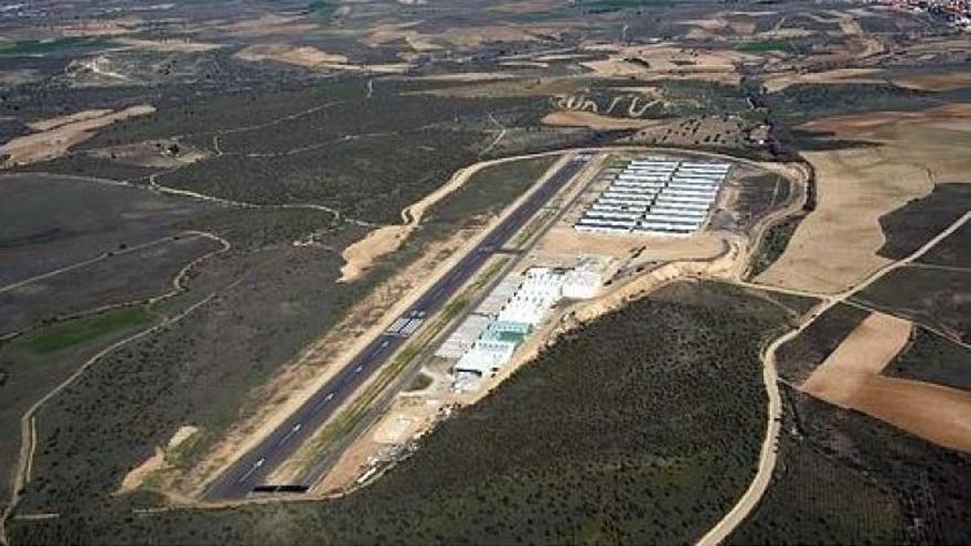 Aeródromo de Casarrubios del Monte / LET
