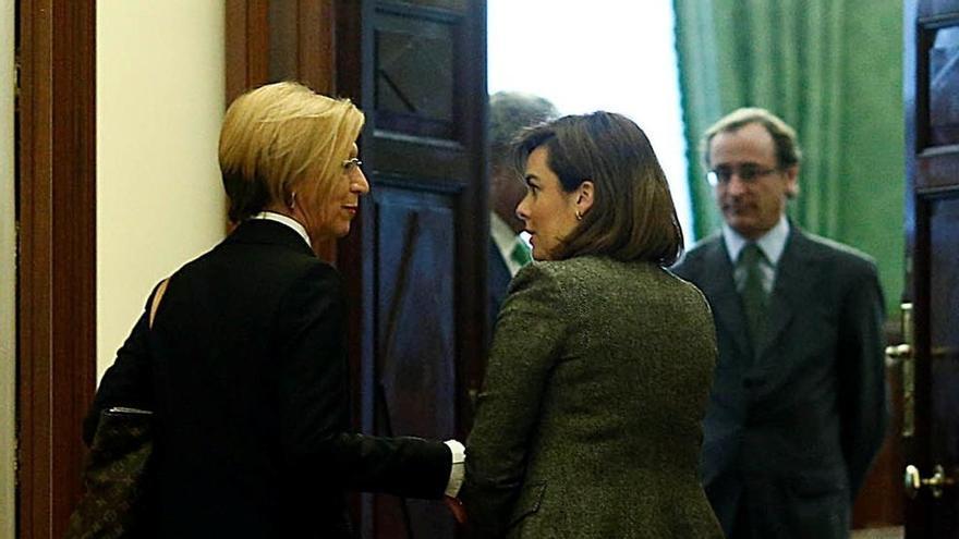 """Rosa Díez dice que es todo el PP quien debe """"aguantar la vela"""" y Rajoy asumir la """"responsabilidad"""" por consentir sobres"""