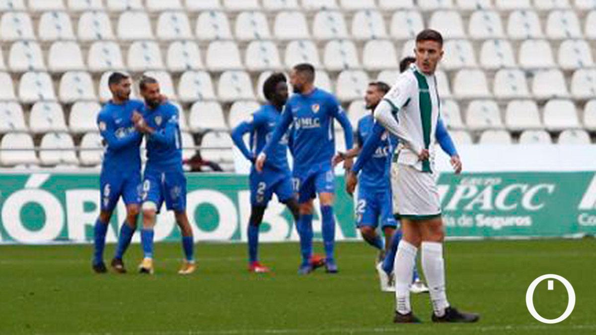 Los jugadores del Linares celebran su gol en El Arcángel.