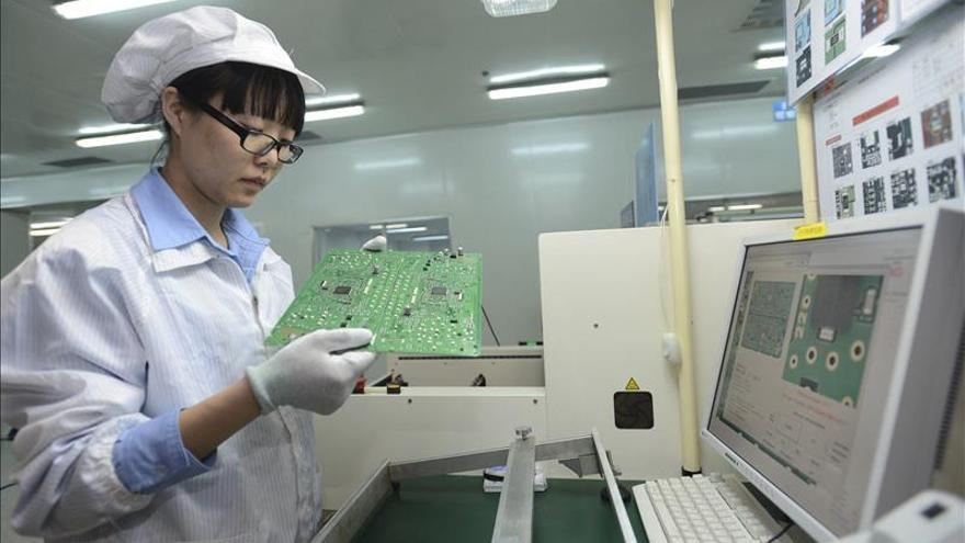 El índice PMI de la industria china se mantuvo en contracción en octubre