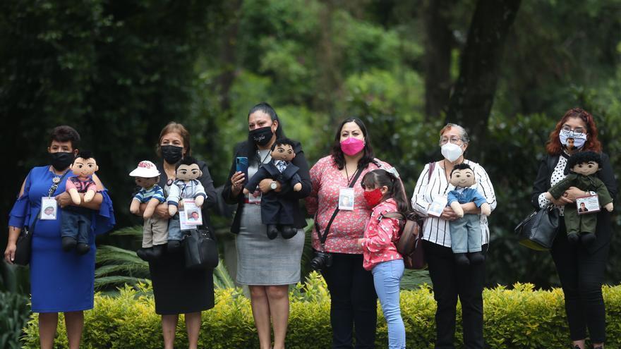 Una muestra de fotos honra a las madres que buscan a desaparecidos en México