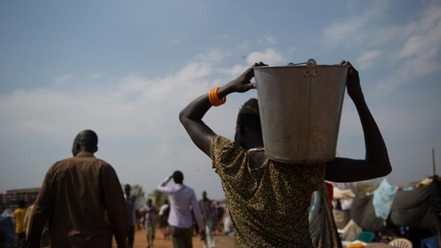 Los intensos combates que se están produciendo desde hace ya un mes en la mayor parte del territorio de Sudán del Sur están teniendo consecuencias cada vez más graves para la población. Debido al incremento de las necesidades, a la progresiva escasez de recursos tras la marcha de muchas organizaciones internacionales, y a la inestabilidad que está obstaculizando la ayuda humanitaria, lo que ya era una situación de por sí difícil, ahora está incluso empeorando./ MSF