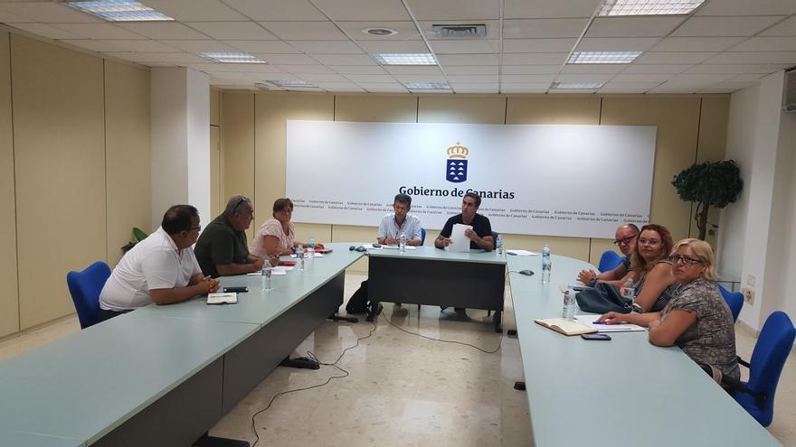 La Unión General de Trabajadores (UGT) ha mantenido un encuentro con los viceconsejeros de Empleo y Emprendeduría, y el de Políticas Sociales y Vivienda, Emilio Atienzar y Francisco Candil.